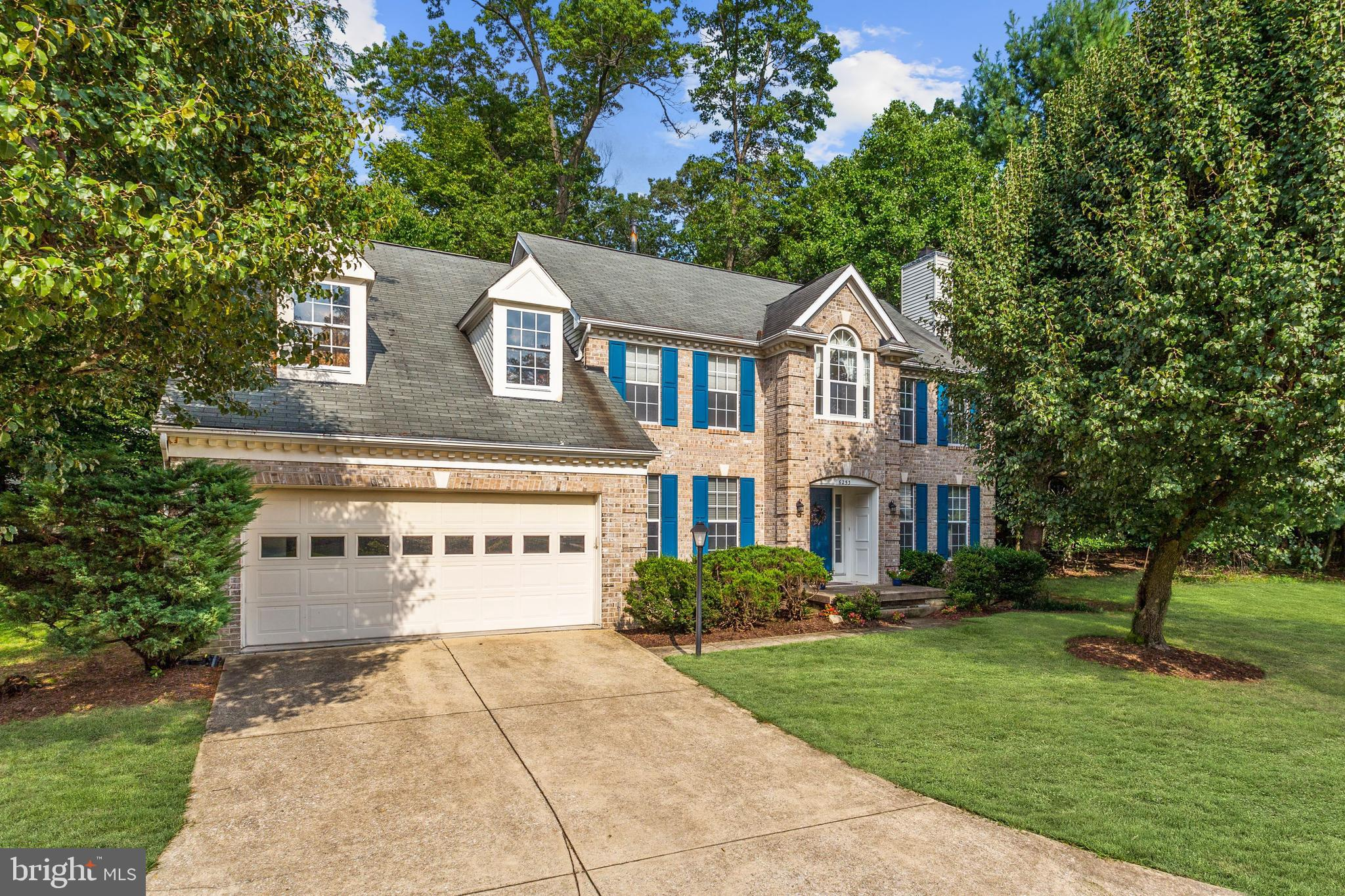 Stunning single family home nestled in the desirable Village of Hickory Ridge! Located close to majo