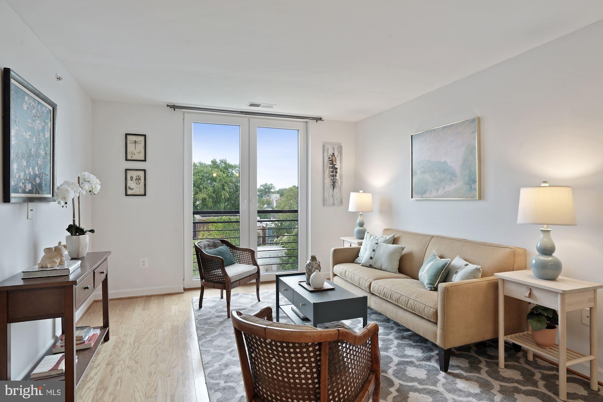 OPEN HOUSE SUNDAY 9/20 FROM 2-4PM -- Fabulous condo in LEED PLATINUM building on vibrant H Street wi