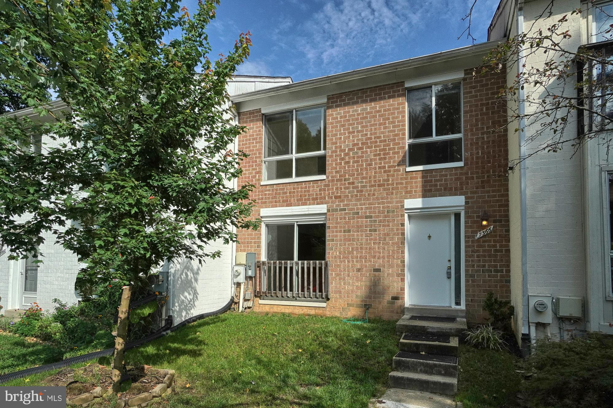 Spacious  and bright 4 bed room 3.5 bath brick front town home in LAKE ELKHORN community and in  the