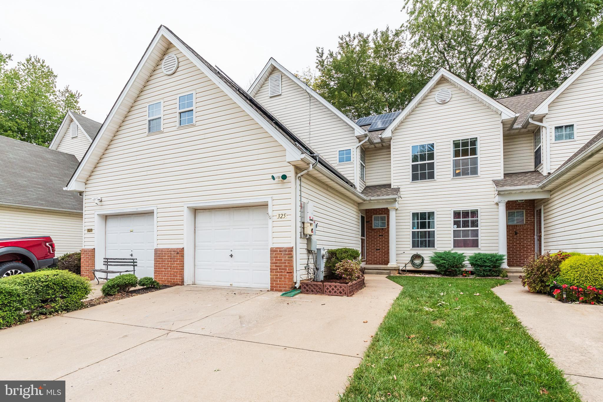 RARELY AVAILABLE Garage townhome in Bar Kess!! 3BR 3.5BA Interior Unit with 3 Finished, Levels, upgr