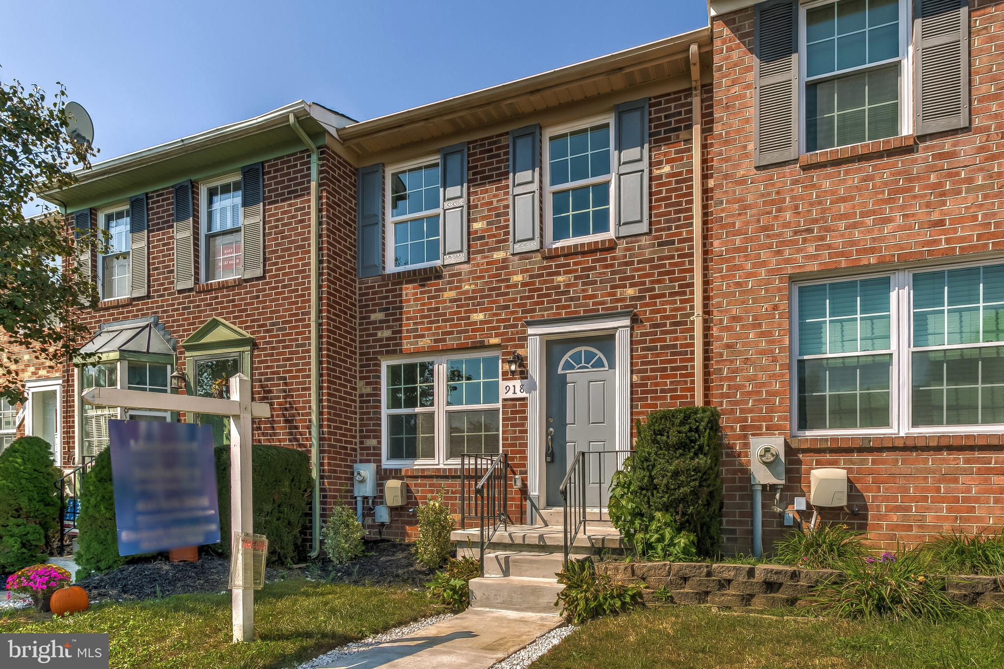 Completely updated 2 bedroom and 2 full bath townhome in Greenbrier Hills. This home boasts new kitc