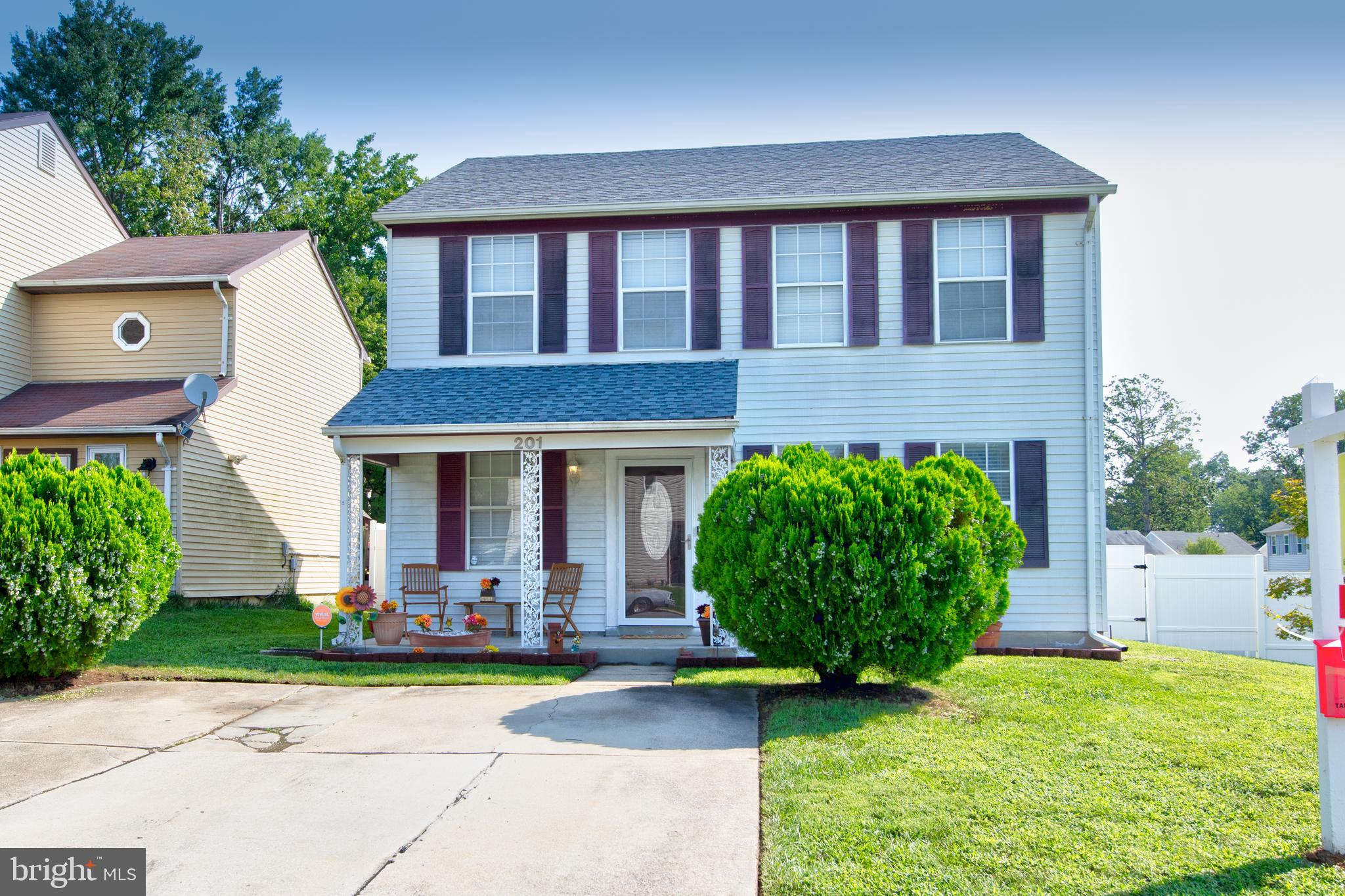 BEAUTIFULLY UPDATED SINGLE FAMILY HOME WITH OPEN CONCEPT AT THE PRICE OF A TOWNHOME! CORNER LOT WITH