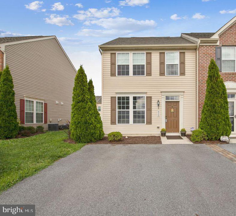 Looking for an affordable yet spacious home in Fruitland, Maryland?  This adorable end unit townhome