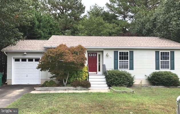 Nice 3 bedroom 2 bath rambler in Potomac Sands, a quaint little subdivision off beautiful Lighthouse