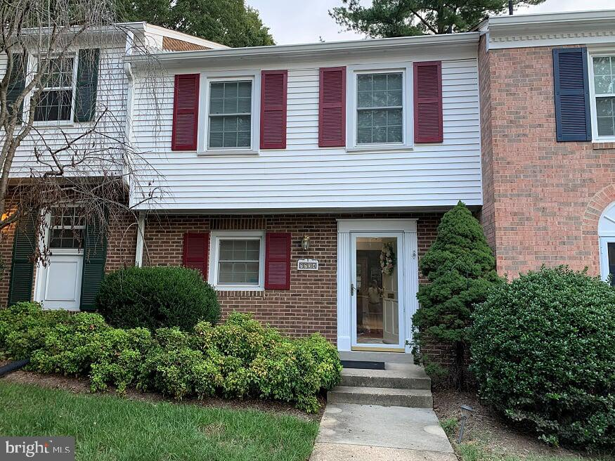 Popular  Cardinal Square Townhome with 3 Br and 2 1/2 Baths and updated Kitchen with Granite Counter