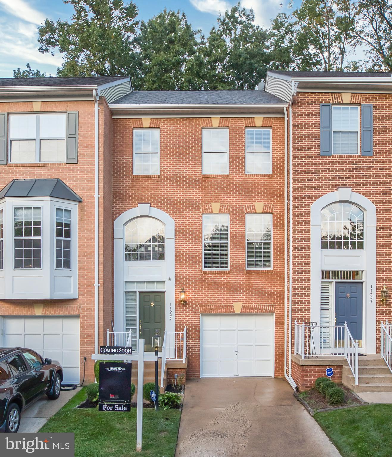 Beautiful 3-level townhome in the heart of Reston! Large windows let in tons of natural light. Open