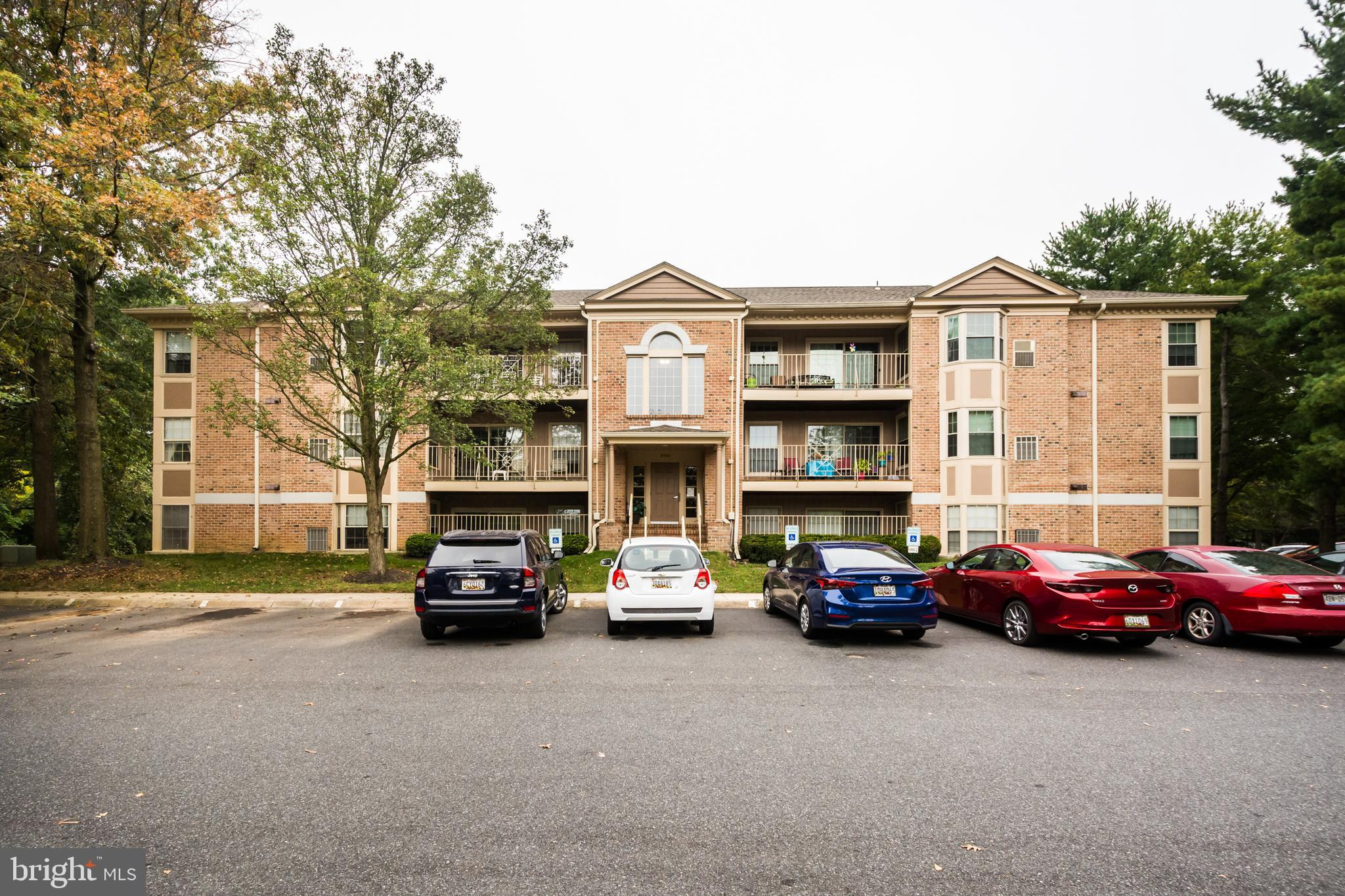 AWESOME GROUND FLOOR UNIT  WITH PATIO , NEW STAINLESS STEEL APPLIANCES, FRESH PAINT THROUGH OUT , SP