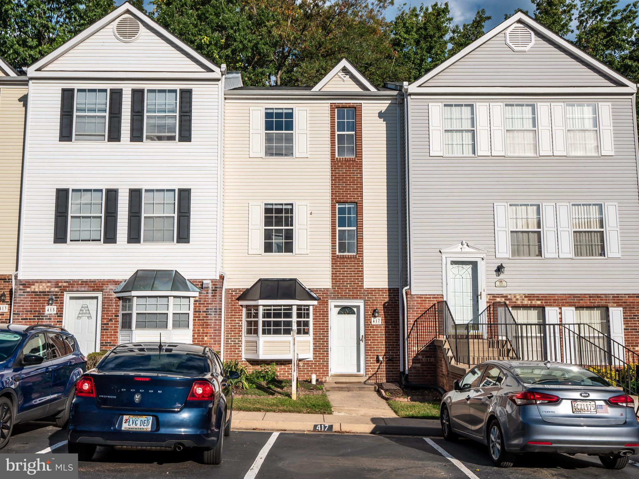 Great town house style condo with over 1500 square feet of space! This quaint town house condo offer