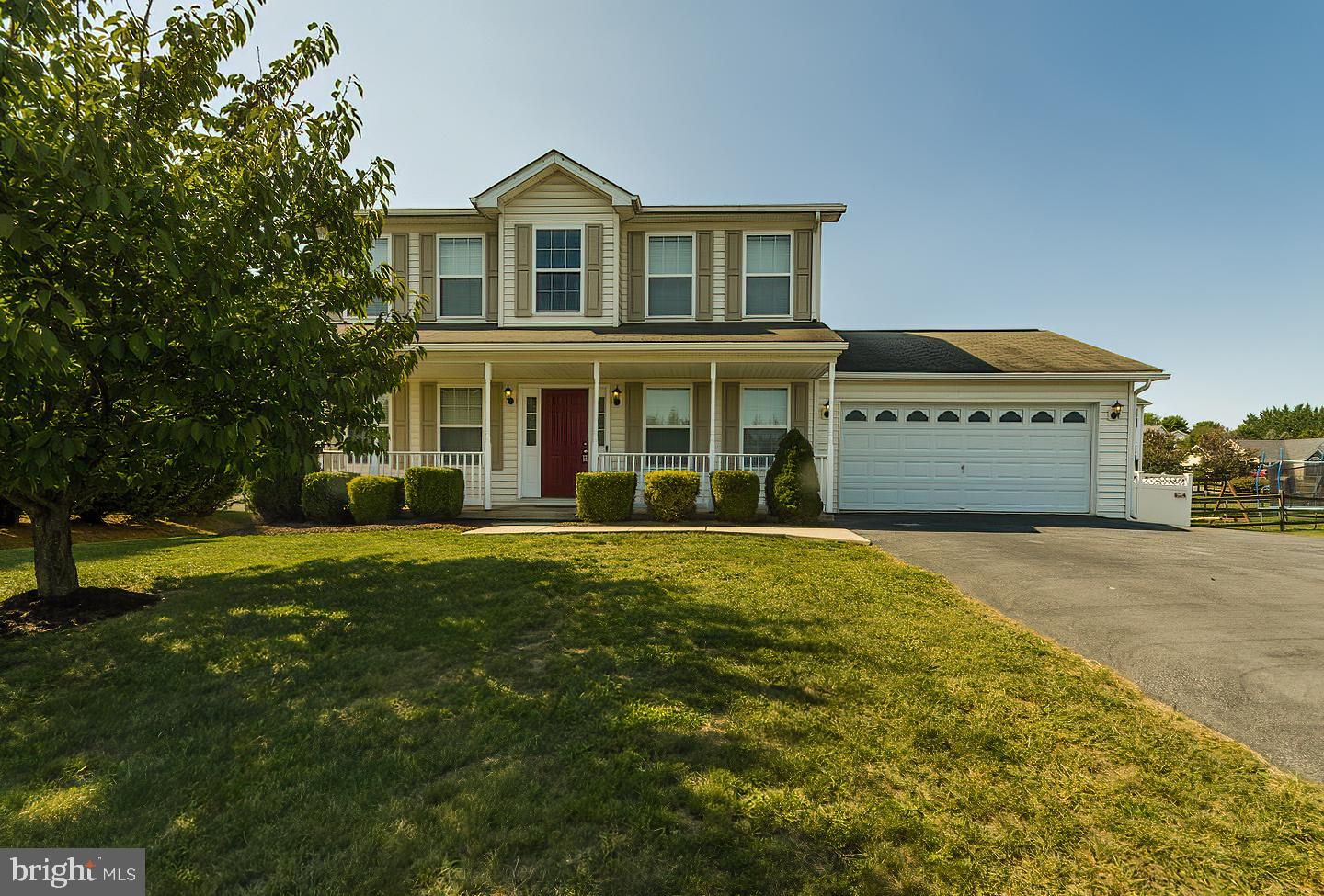 BEAUTIFUL 3 br 3 1/2 bath colonial in sought after Ridgefield Community. This home is a must see.  H