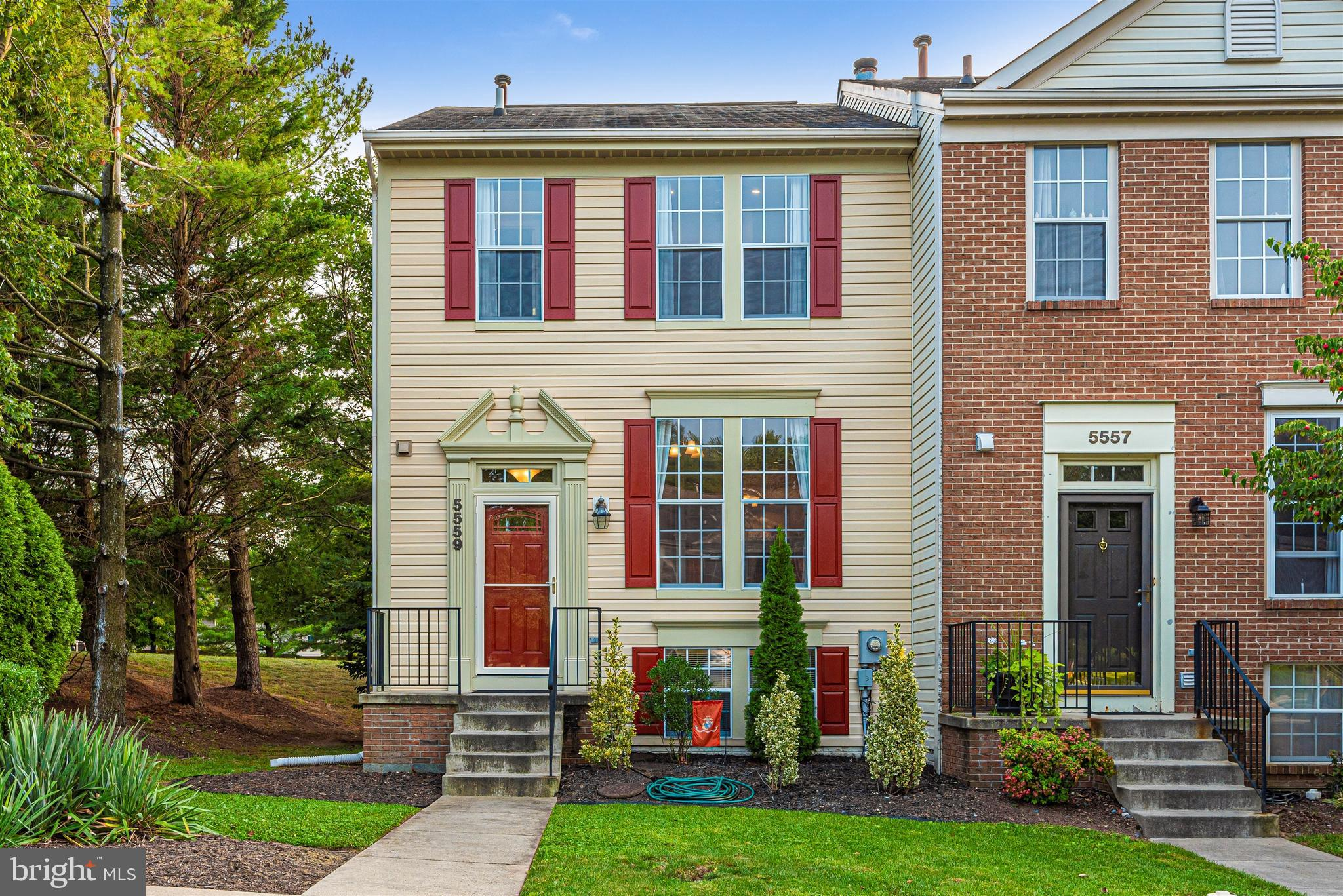 Former model town house  featuring 3  beautifully finished levels with 3 bedrooms, 2 full baths and