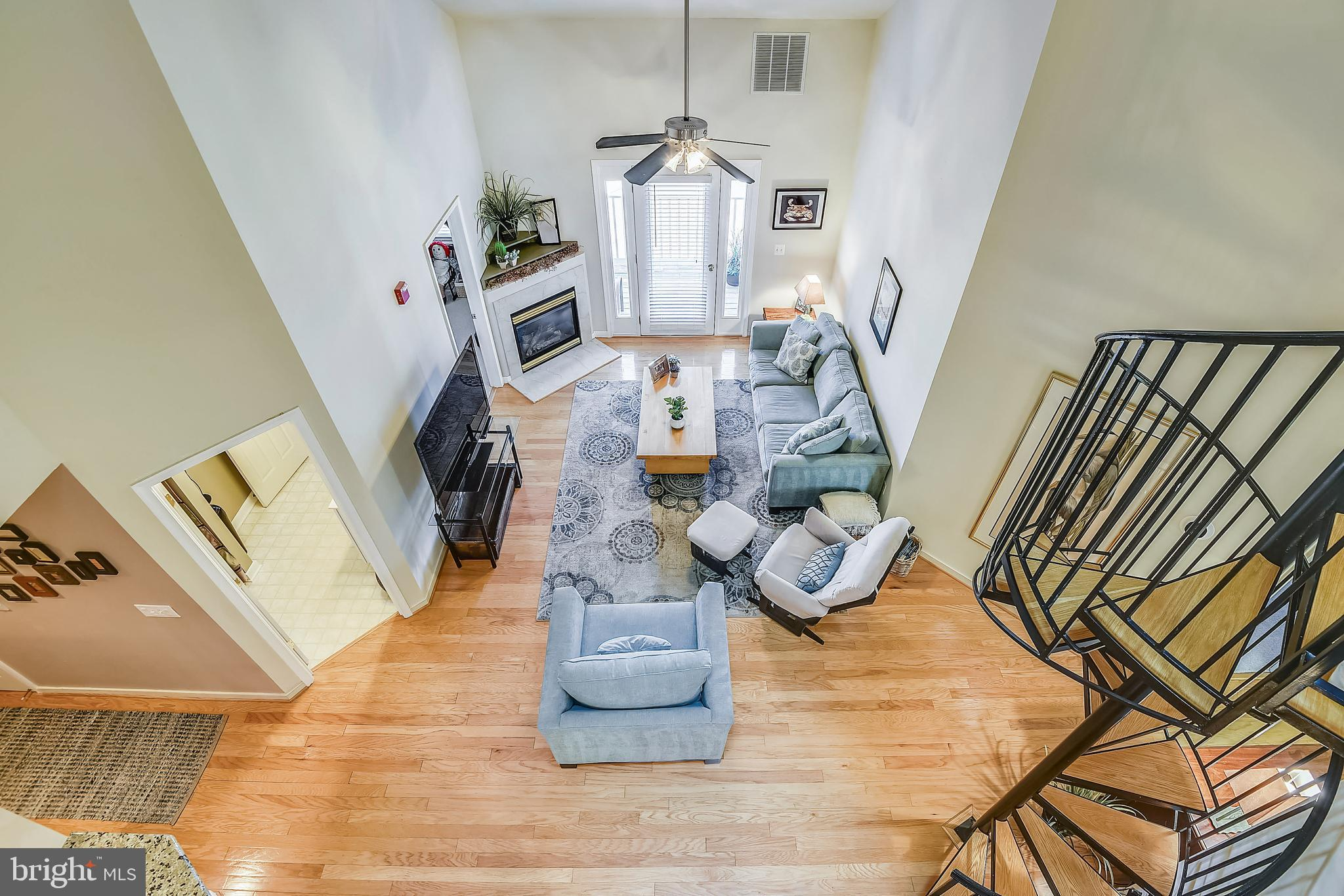 Extremely rare opportunity to own a gently used 3 Bedroom, 3 Full Bath Penthouse condo in Rivergate