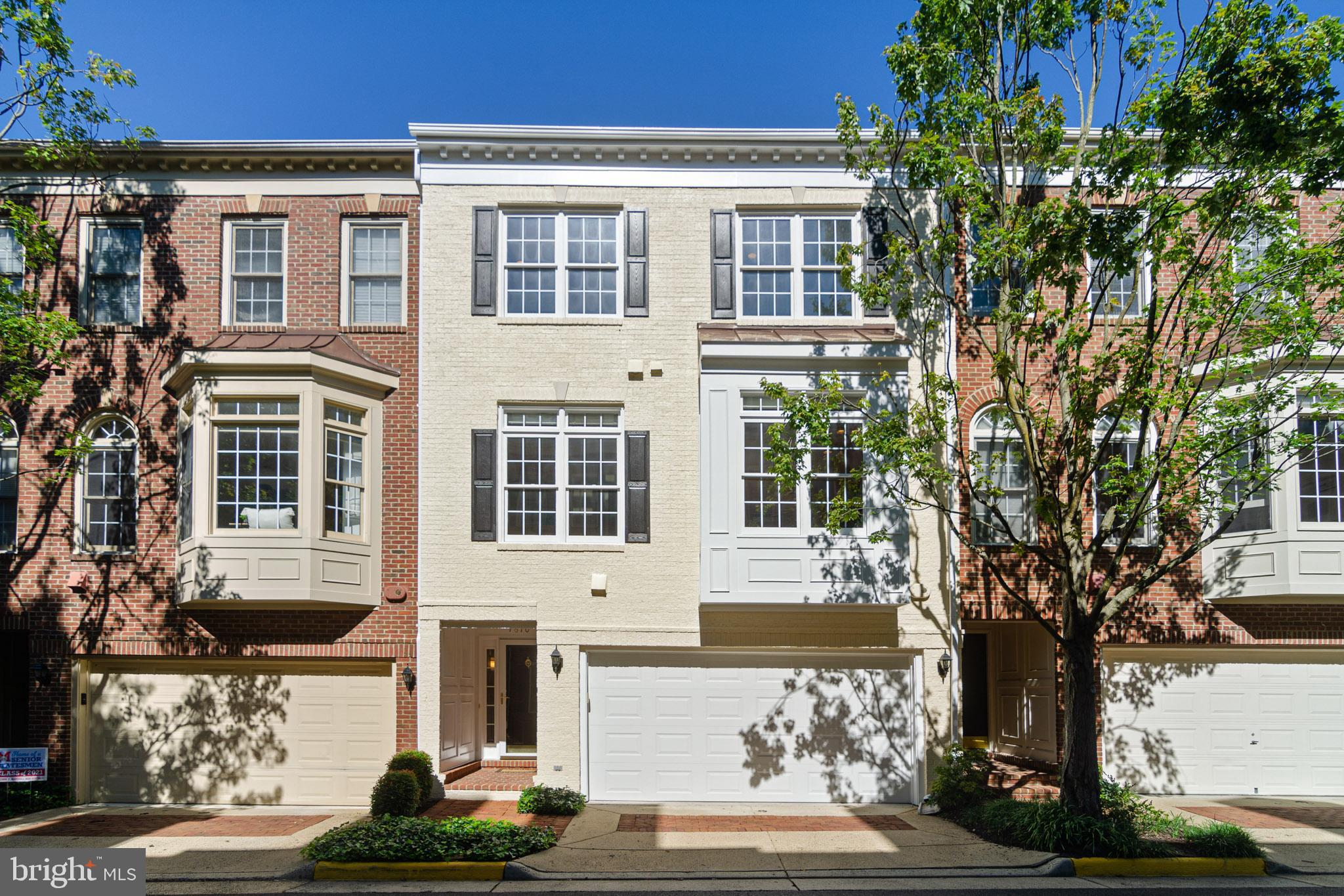 Don't miss this beautiful 3 bed, 3.5 bath townhome in Vienna that backs to 12 acres of parkland, tre