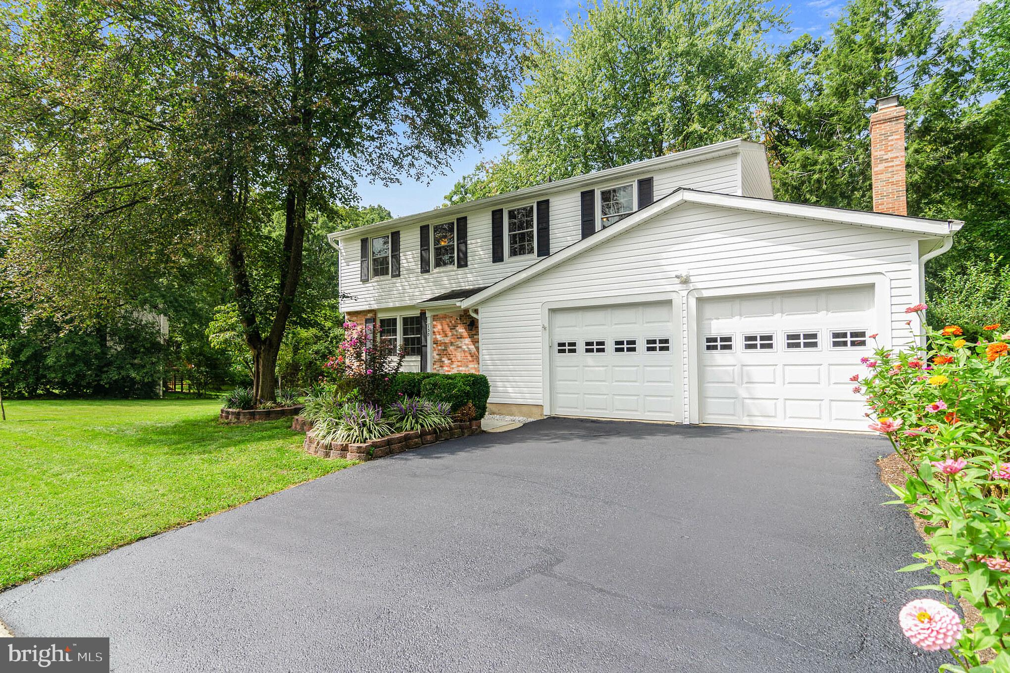 Fabulous find in Forest Ridge! This lovely 5-bedroom, 3 full-bathroom, 2,624 total sq. ft. home is M