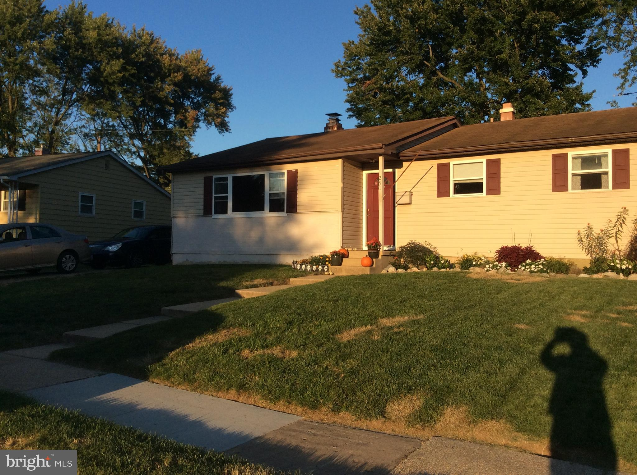 Tenant occupied. month to month lease. siding and windows have been replaced. granite counter tops i