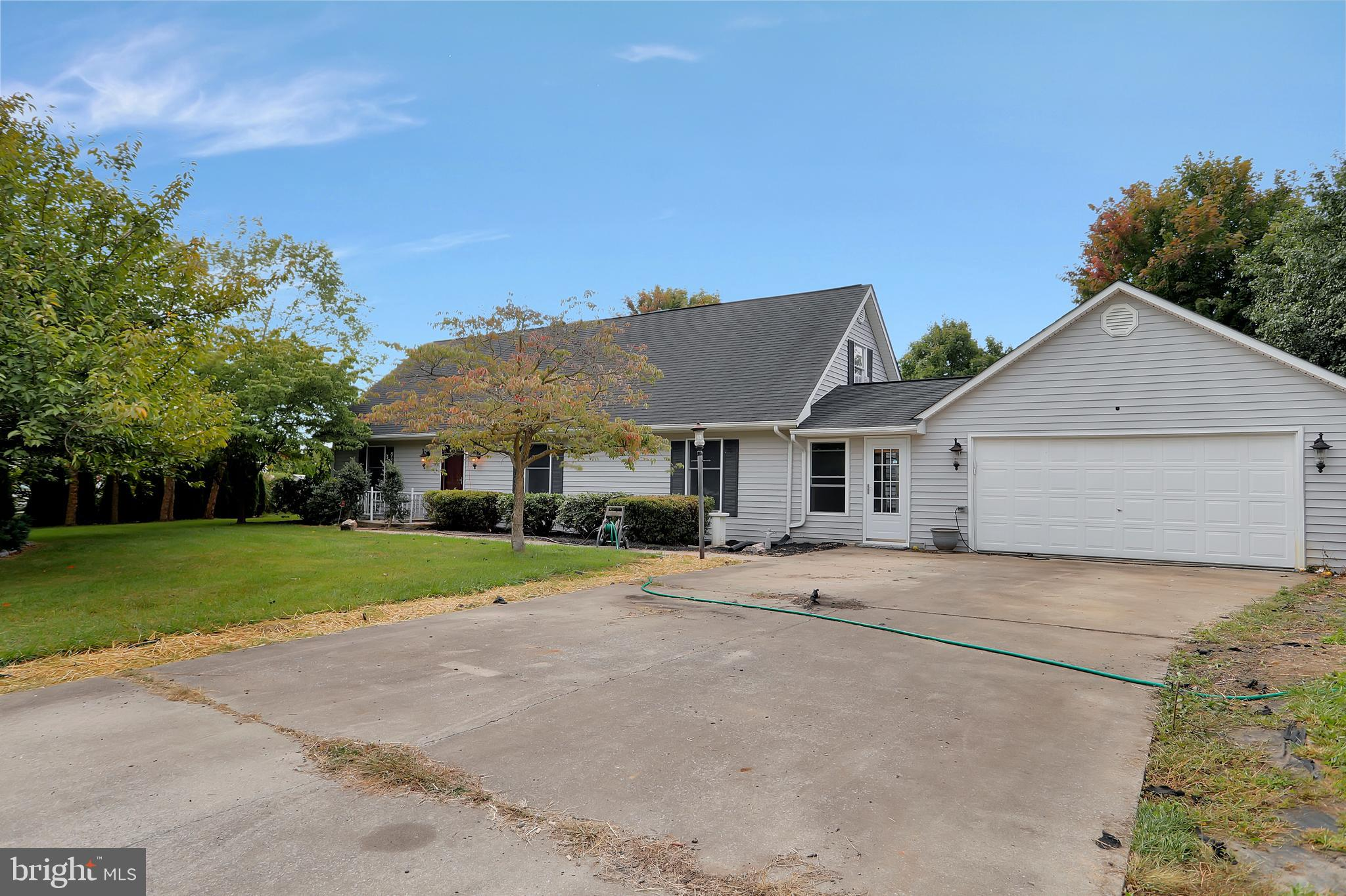 Charming Cape Cod home located in the Mountain View Acres S/D! Home includes 3 BR and 2.5 bathrooms.