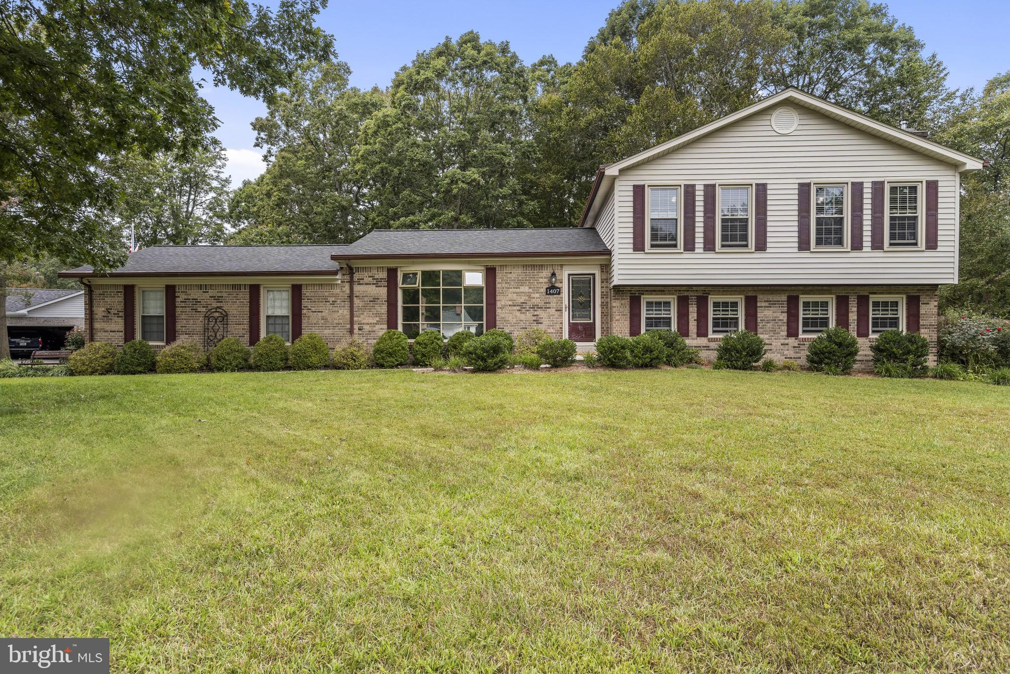 Take the VIRTUAL TOUR of this pristine 3 Bedroom, 2.5 Bath home, in sought after Clark's Run. It is
