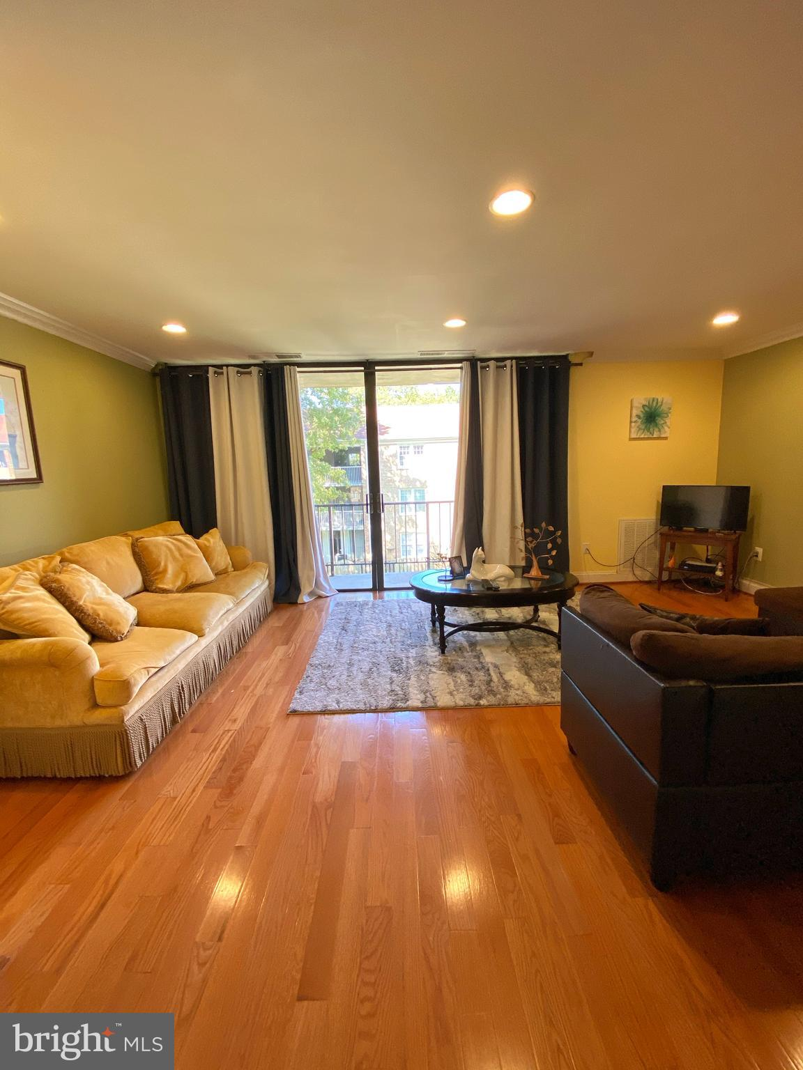 Renovate 3 bedroom condo with 2 full bathrooms. This is the BEST unit available now at a great price