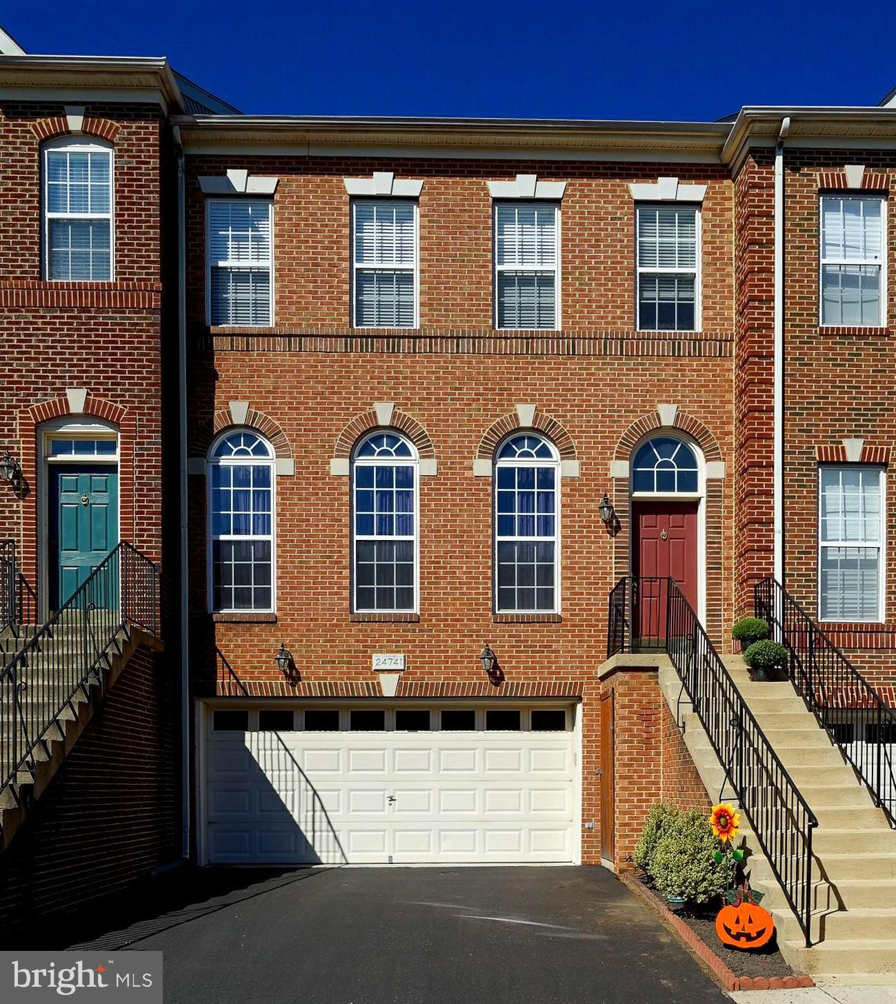 Beautiful 3-bedroom 3.5-bathroom townhouse with a two-car garage located in the sought-after Stone R