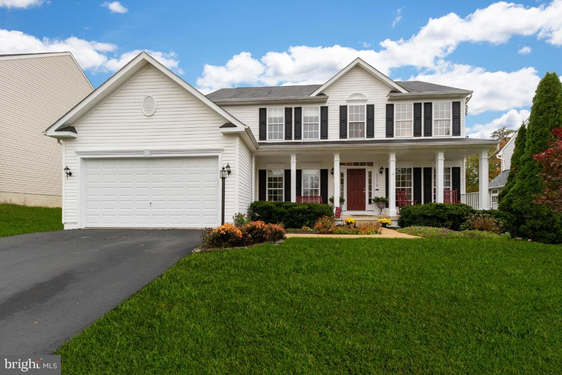 Beautiful single-family home in the desirable Kirkpatrick Farms community! This gorgeous colonial of