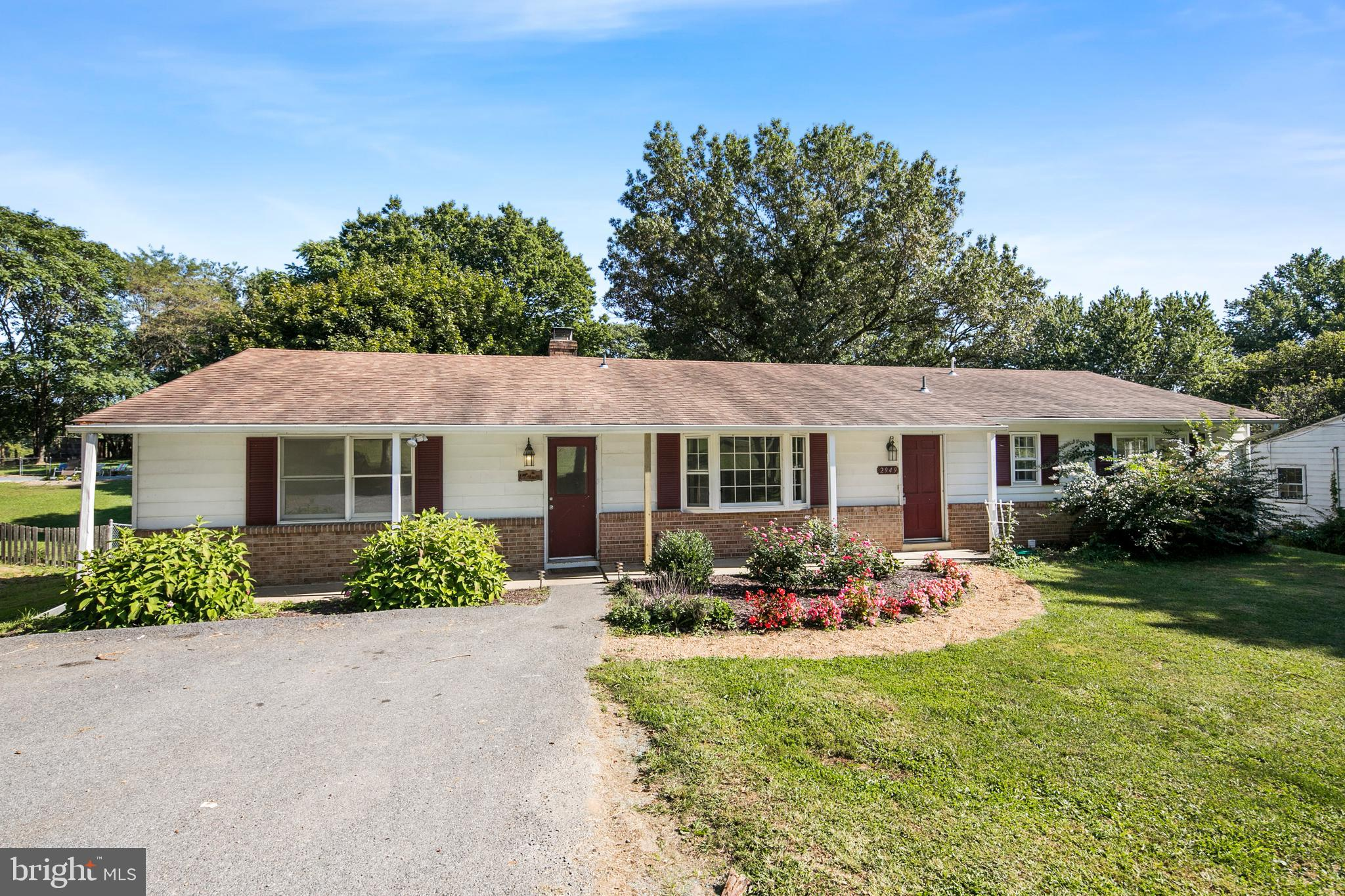Potential doesn't even begin to describe this fantastic rancher located just minutes off 270 and wit