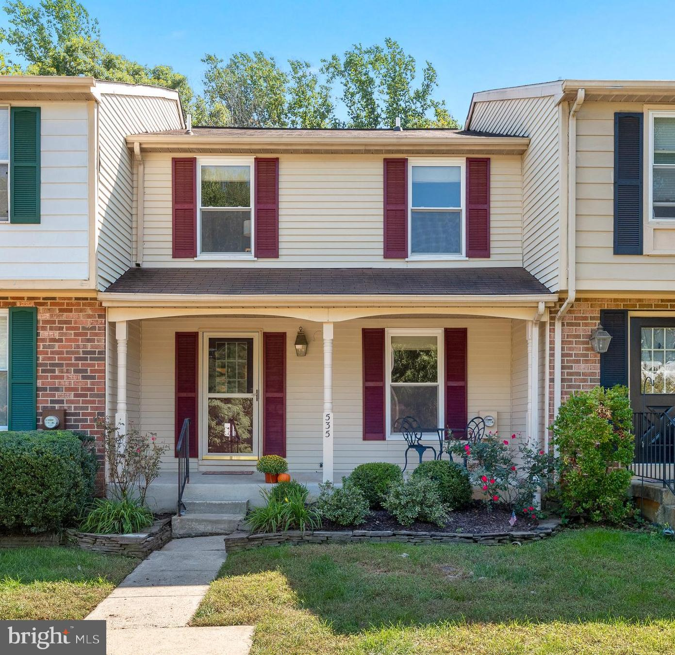 Turn key townhouse in the Oakmont neighborhood of Arnold!  Just blocks from Bay Hills amenities and