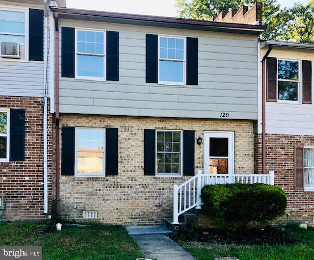 Wow!  What a find … This adorable middle unit town home will not disappoint!  NEW Front Railing, NEW