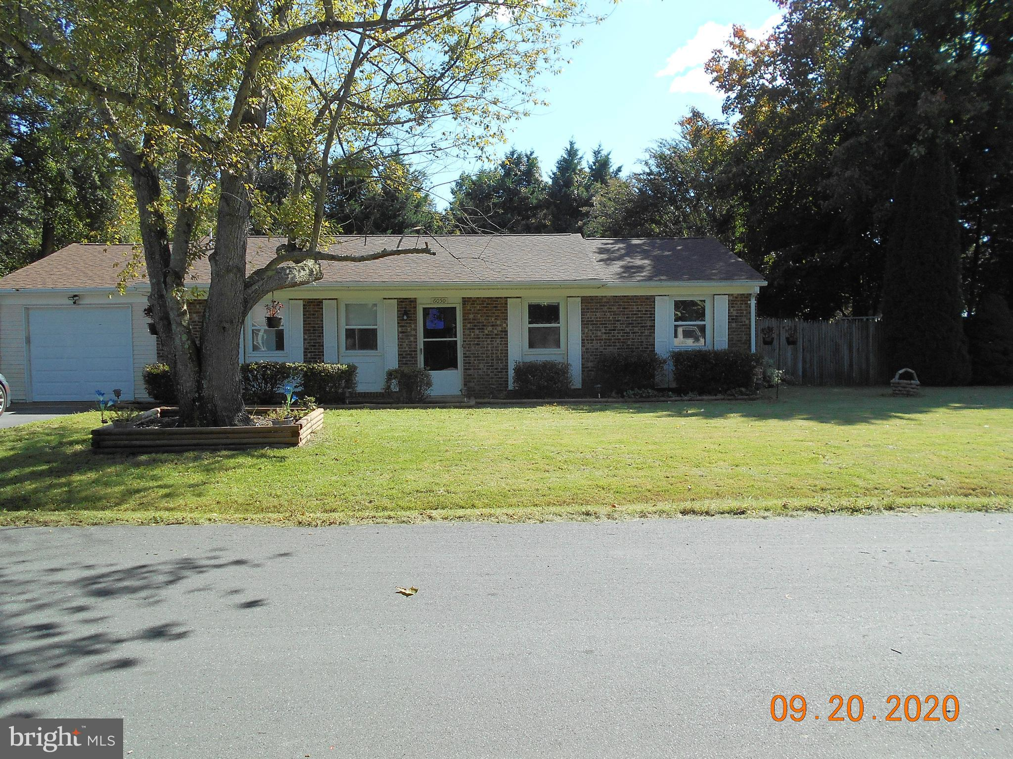 Enjoy living ON THE PATUXENT RIVER!!!  This cozy Ranch style home is in a water access community. Ho