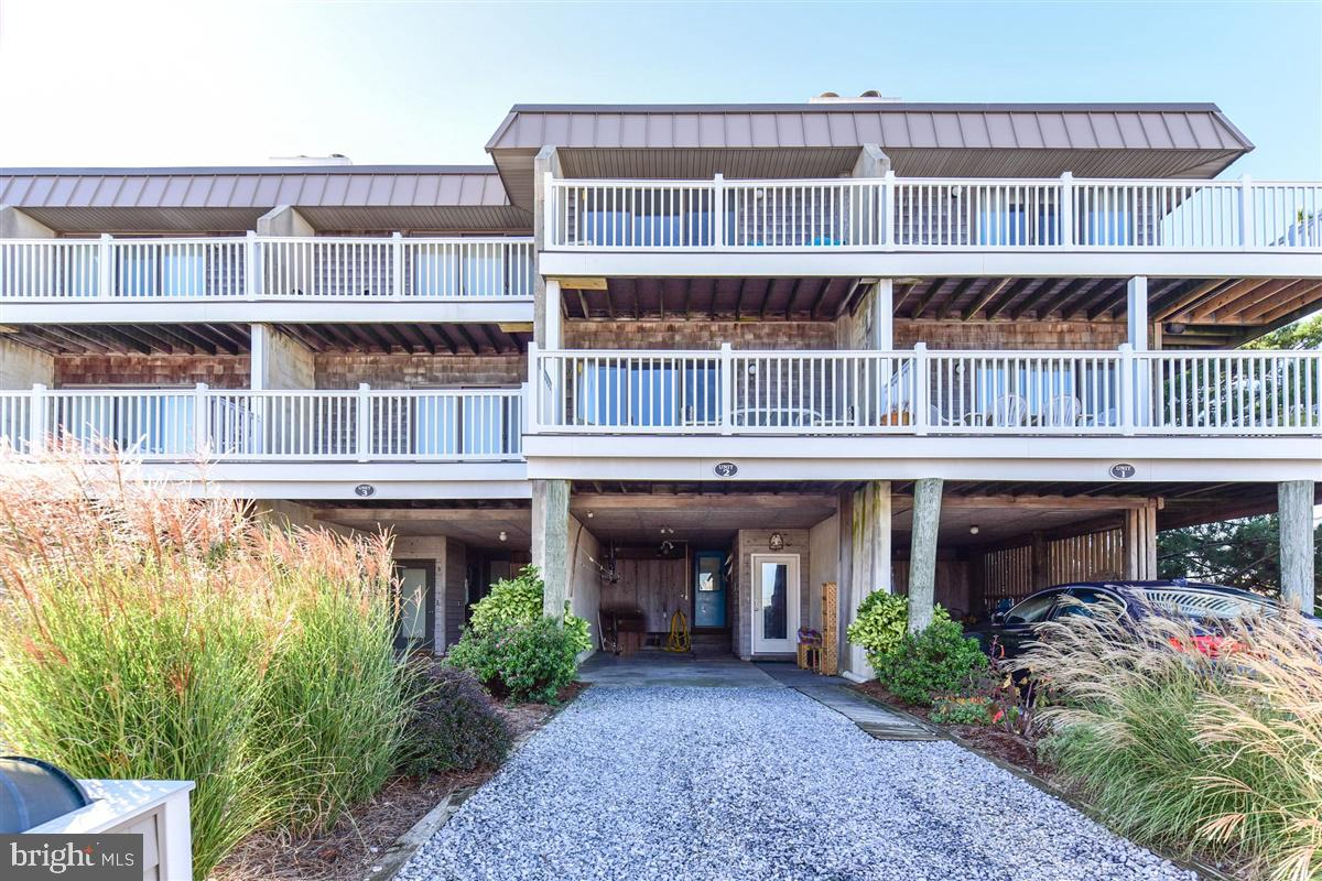 BEST PRICED 3 BEDROOM OCEAN BLOCK PROPERTY FOR SALE IN FENWICK ISLAND! Awesome location on the East