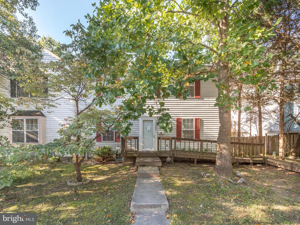 Spacious 3 level end unit townhome.  The market is super hot in Bowie, this one won't last long!  Fo