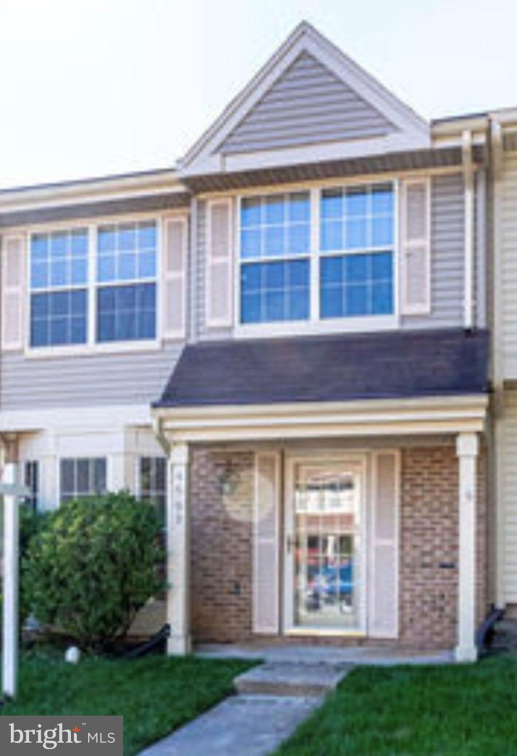 It's Montclair lifestyle,,, Charming 3Br. 2.5BA, 2 Level Townhome: Large eat in kitchen with bay win