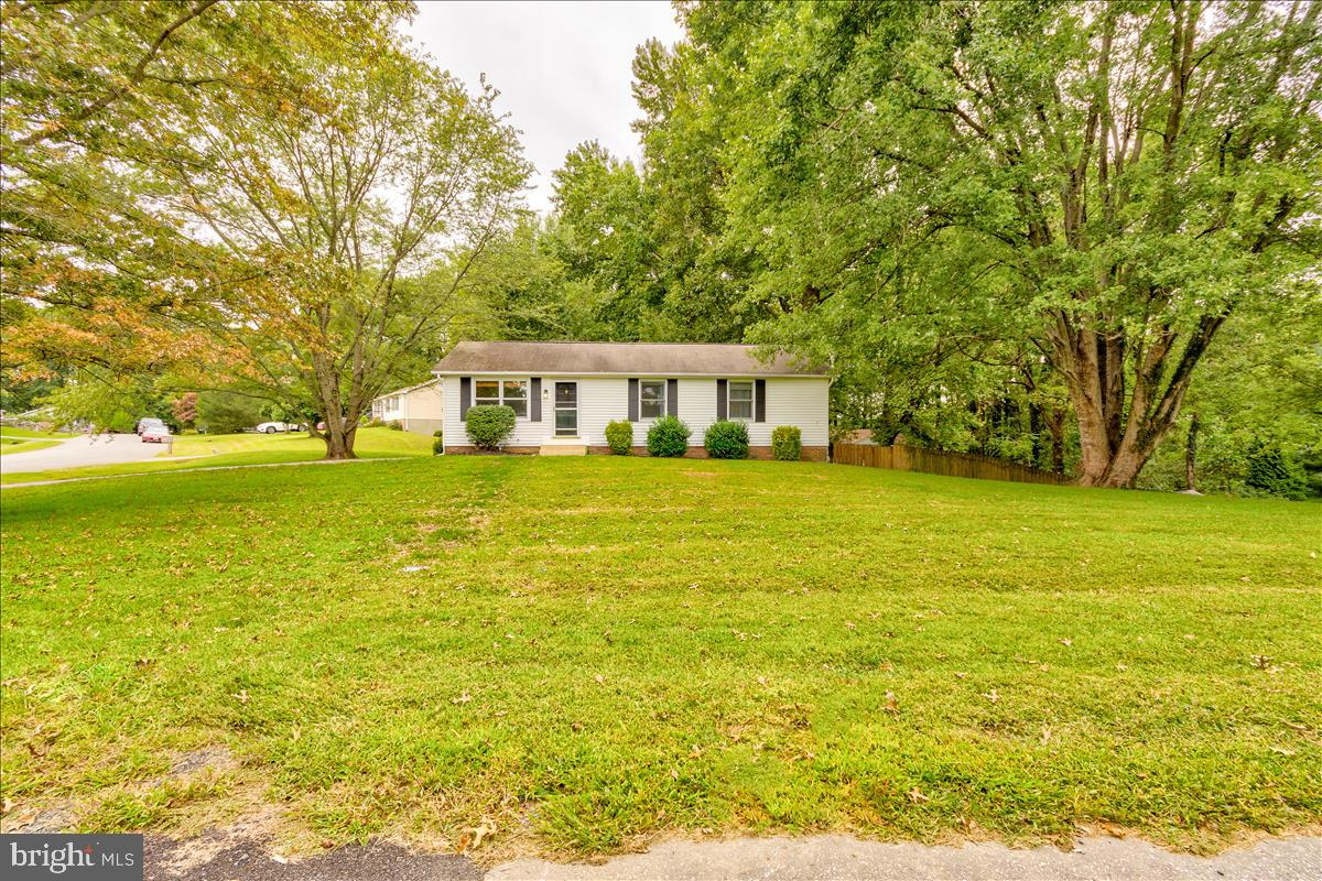 Rancher in the Highlands on a perfect corner lot!  4 bedrooms, 2 baths, finished basement with new carpet and a ton of extra space, huge fenced in backyard with a large deck.  Don't wait!  It won't last long!