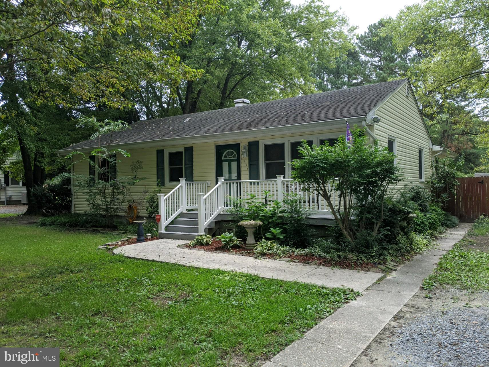 Single level living!!! This home craves only a little TLC to make it your dream home. Come home and