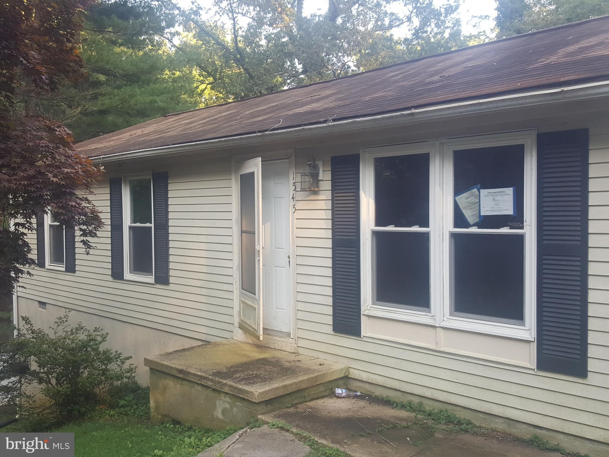 3 Bedroom 1 Bath Rambler is waiting for you to make it your home.  Inventory is low ... so hurry! Se