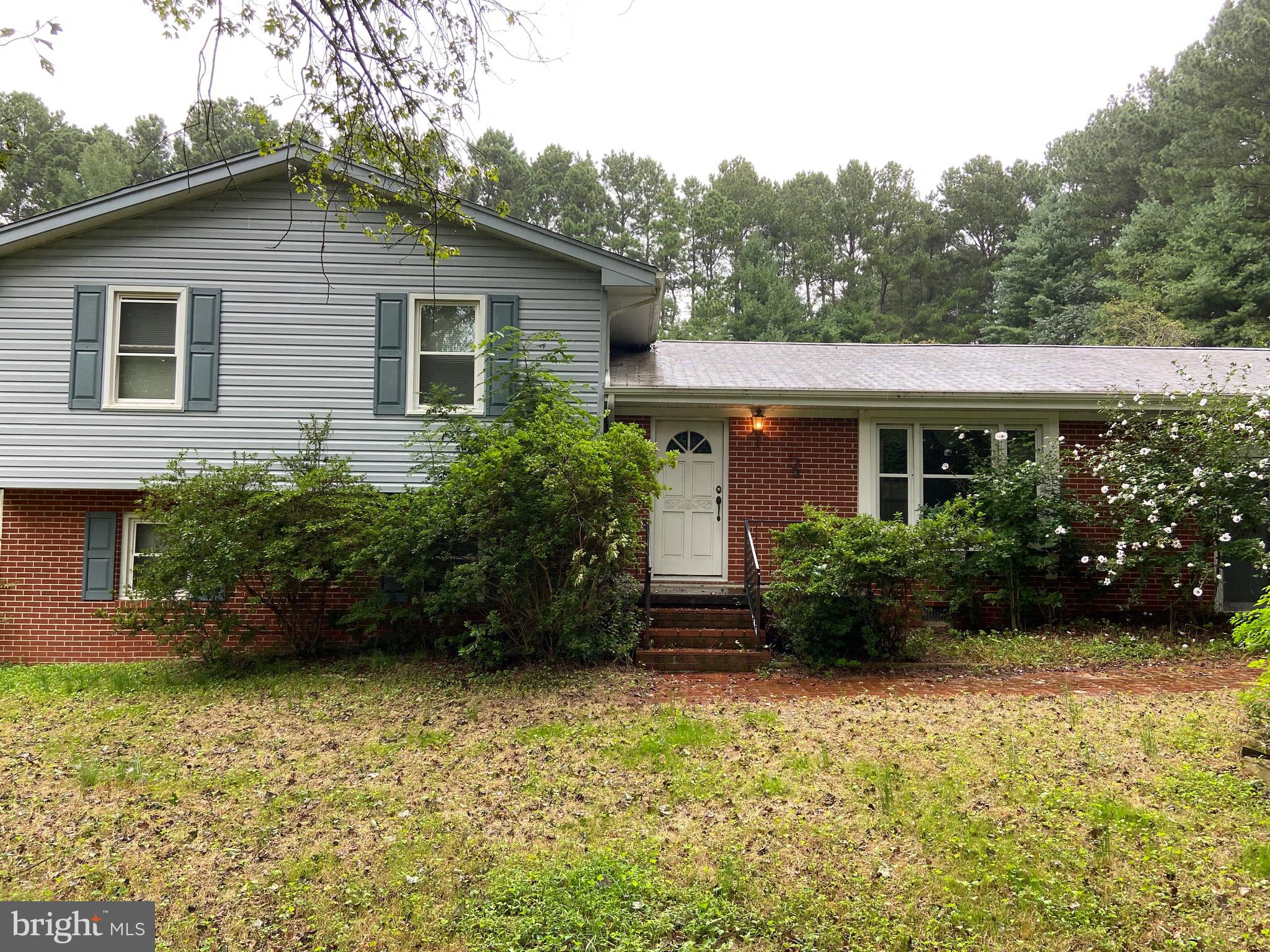 This lovely split level with GREAT bones is located in Huntingtown minutes from Route 4 in Sunshine
