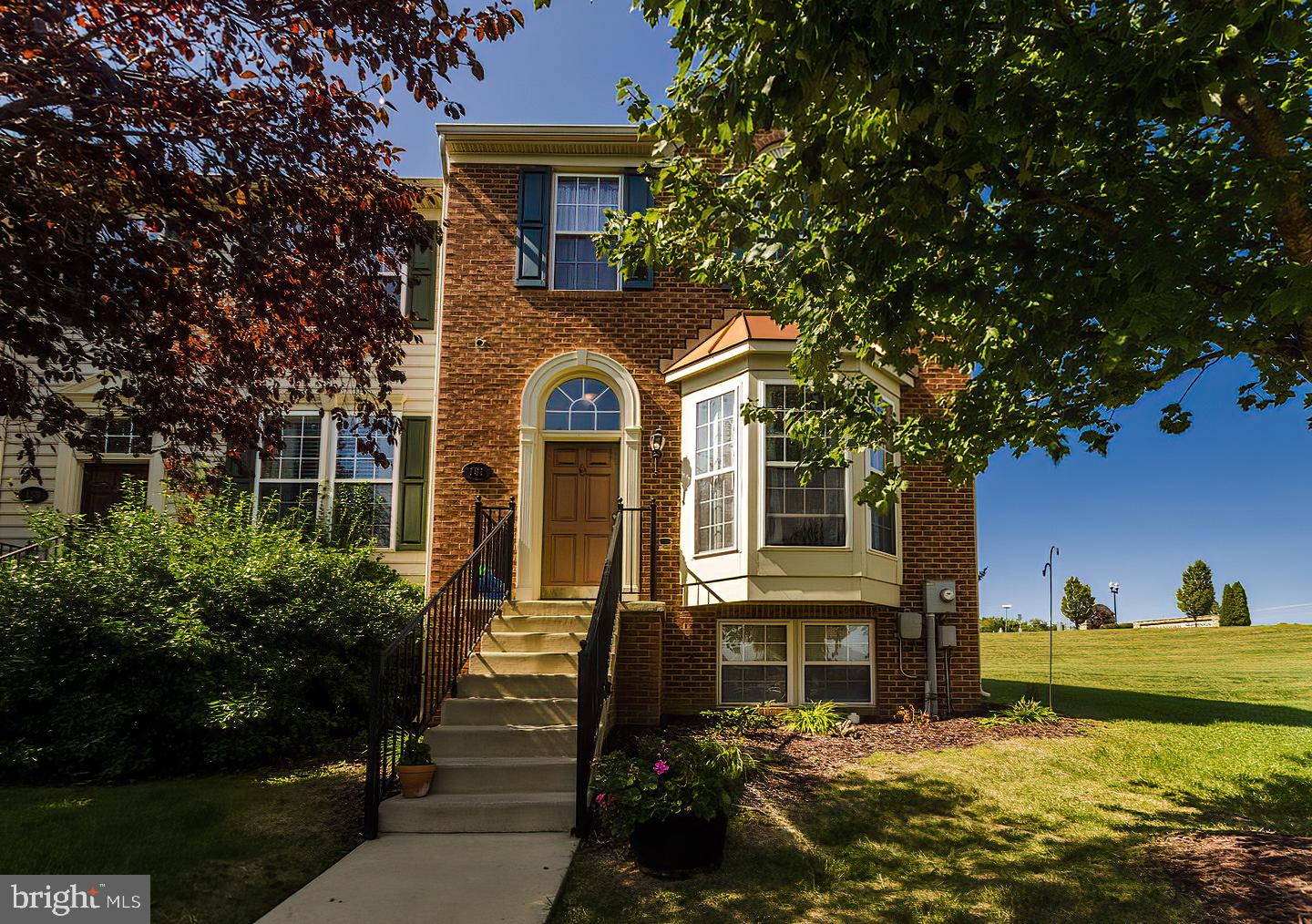Well-maintained end-unit brick front townhome located in the desirable Shenandoah Springs subdivisio