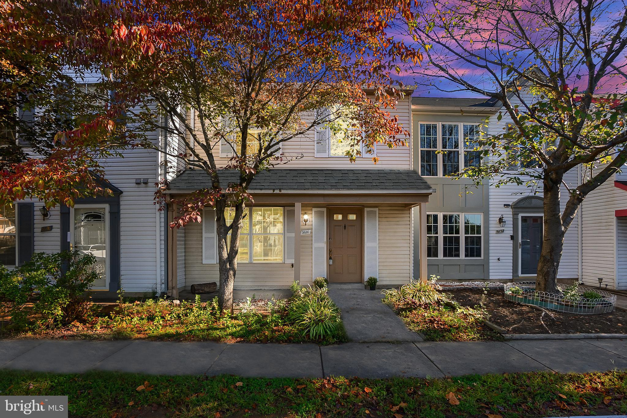 Welcome Home! 2 level townhouse with 3 Bedrooms 2.5 Baths  in sought after Williamstown Subdivision.