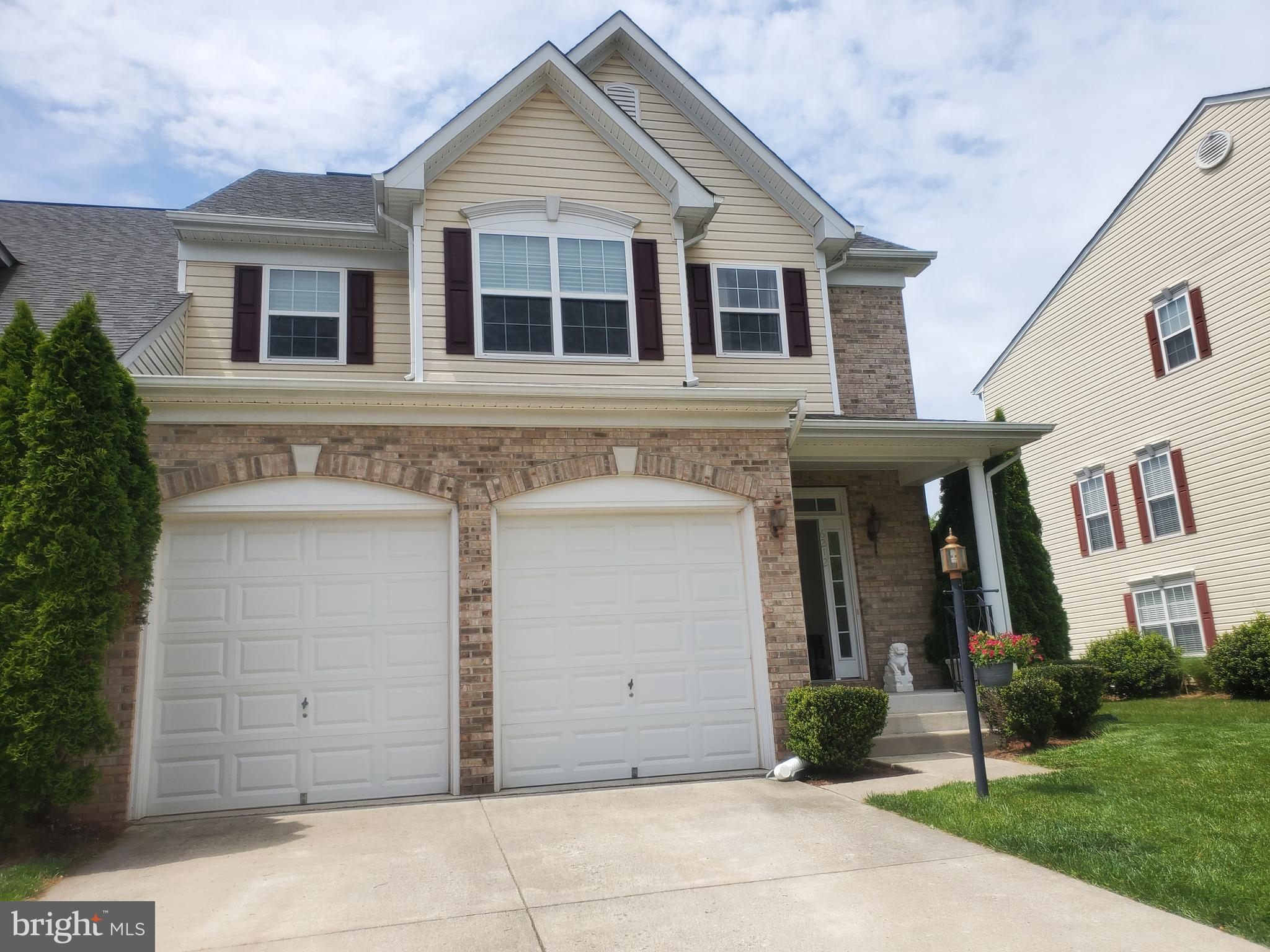 Welcome to this lovely, private, well maintain bright End Unit Town Home with 4 bedrooms, 2.5 baths