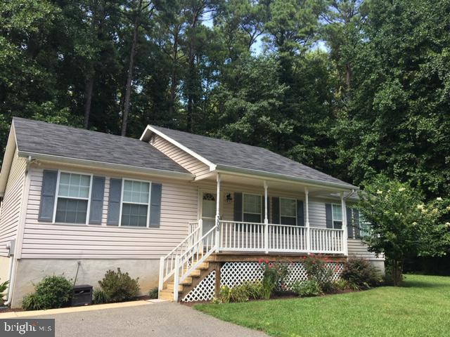 Beautifully updated rambler with fully finished basement on flat usable lot in Drum Point! Great ope