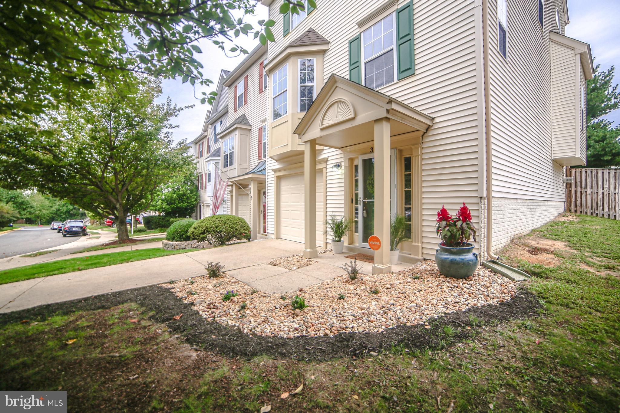Welcome to this beautiful townhome in the Southbridge Community/Wayside Village - All updated for ON