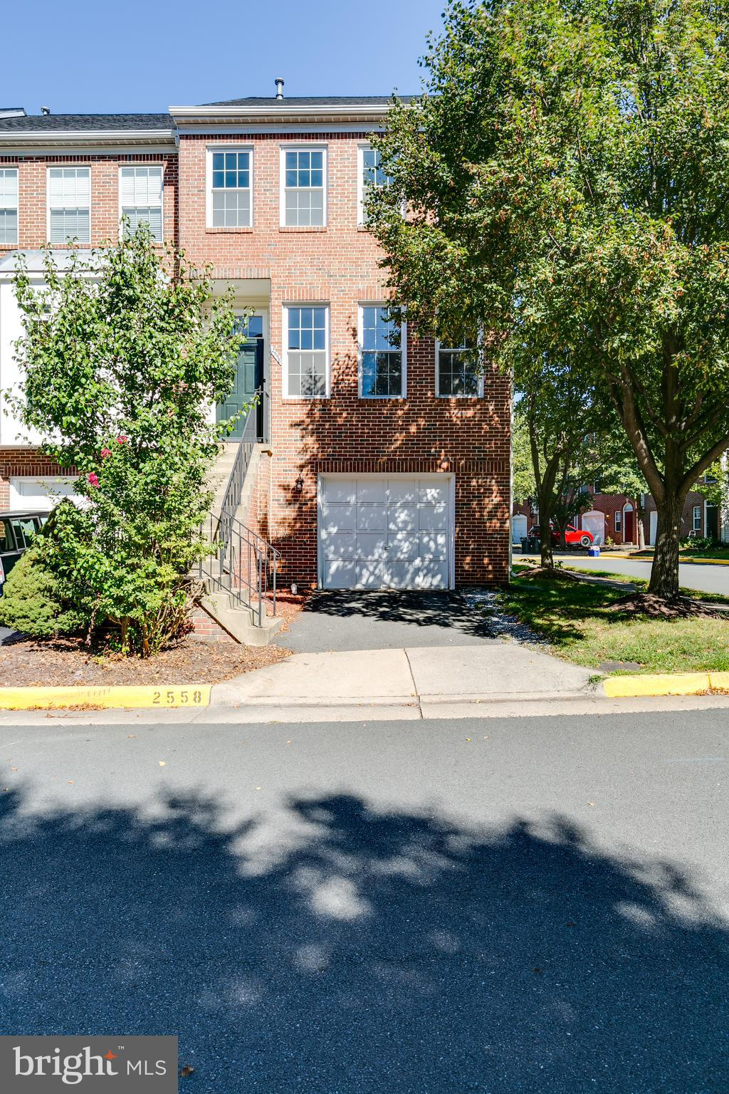 If you have been eager to find a large 2000+ sf end unit townhome, welcome to 2558 James Monroe Circ
