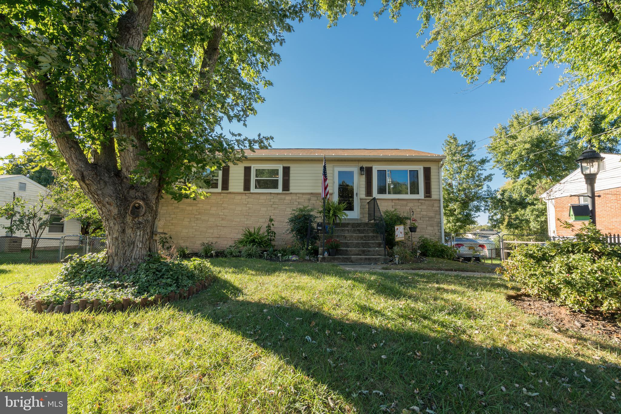 BEAUTIFUL BRICK FRONT TWO LEVEL HOME ON A QUIET STREET. MAIN LEVEL WITH 3 BEDROOMS AND 1 FULL BATHR