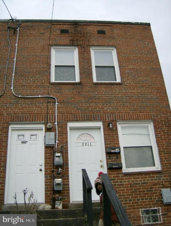 This is a wonderful opportunity to own a semi-detached, 2-unit building in Brentwood.  First floor u