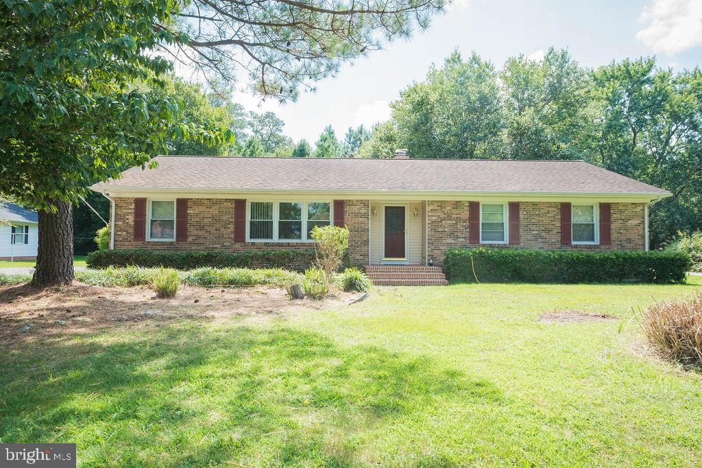 Come take a look at this diamond in the rough! This 3 bedroom and 2.5 bath home boasts an open floor