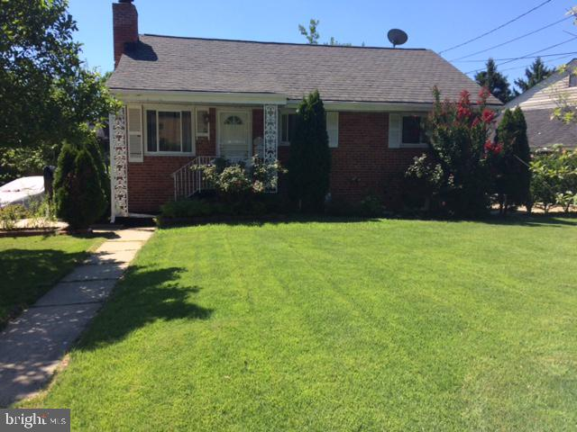 SHORT SALE NEGOTIATED BY LAWYERS. BRICK RAMBLER WITH ADDITION FOR DINNING/FAMILY ROOM. NEWER KITCHEN