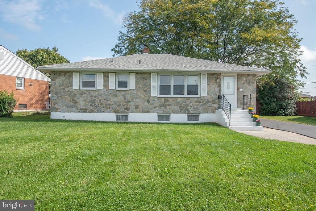 Visit this home virtually: http://www.vht.com/434107683/IDXS - Truly impeccable, turnkey home locate