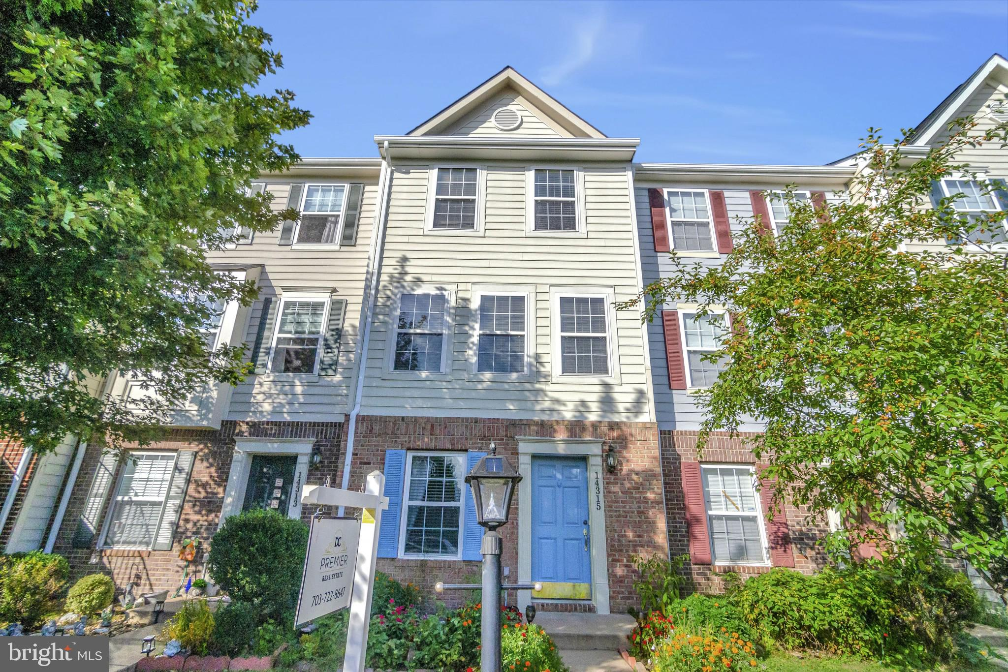 Lovely 3 bedroom, 3 bath townhome in the sought-after family community of Crossroads Village. Hardwo