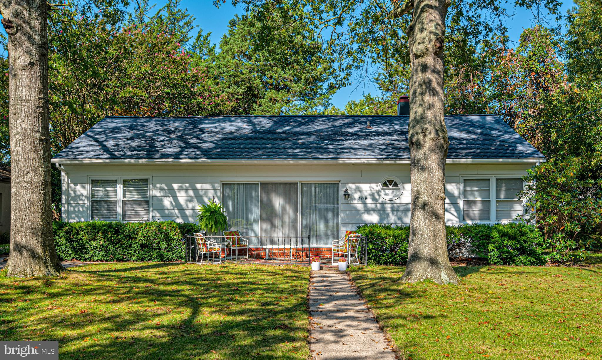 Overlooking the Elks Golf Course and just minutes from the park and Salisbury Zoo,  this 3 BR 1.5 ba