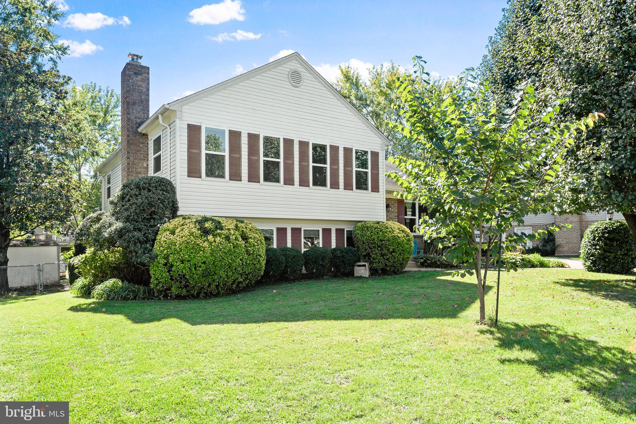 Welcome to 9707 Sudley Manor Drive, a gorgeous Sudley Winterset home located within minutes of Sudle