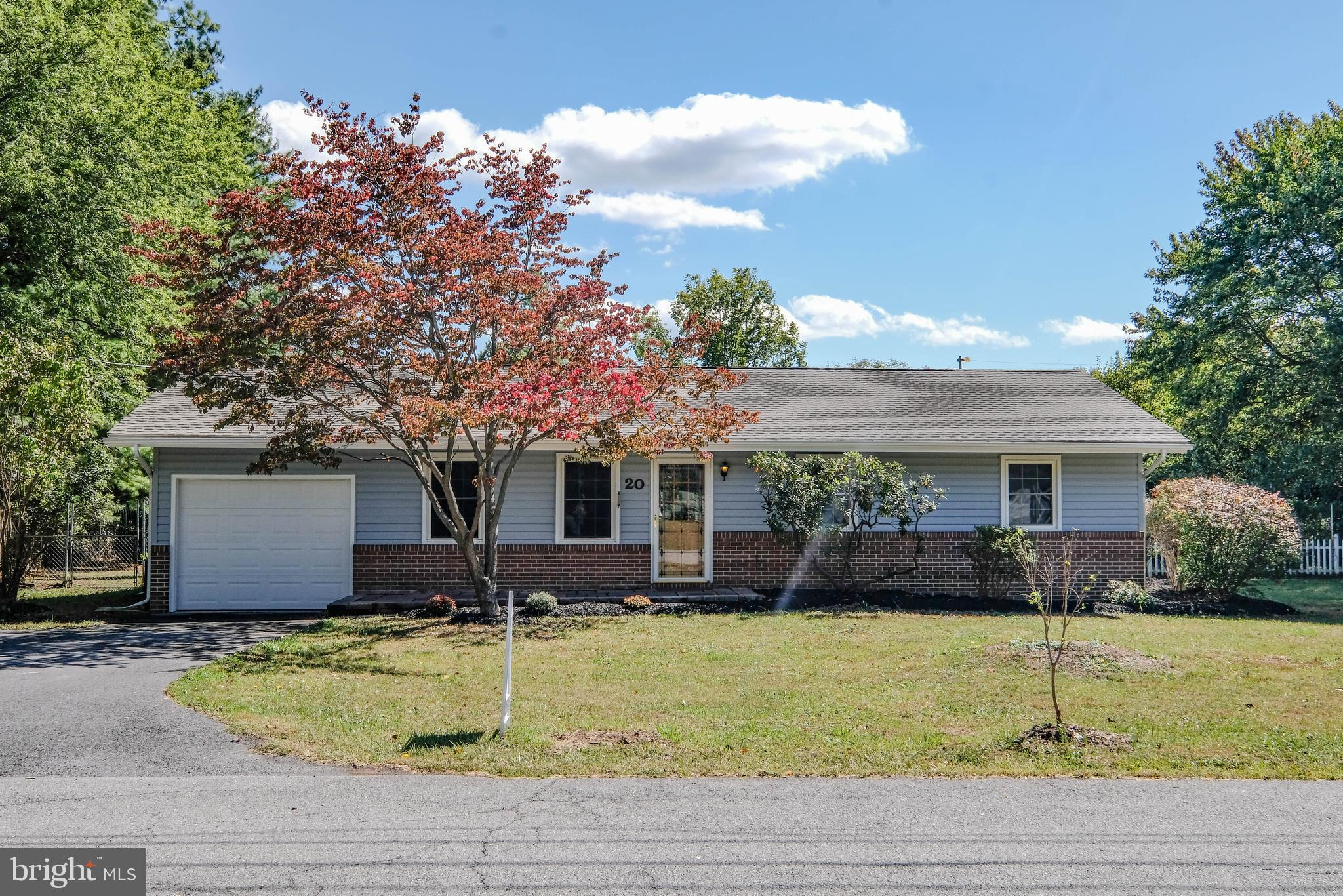 Talk About Curb Appeal!  Rancher In Shepherdstown, So Close To Downtown (within 5 minutes) Rancher 3