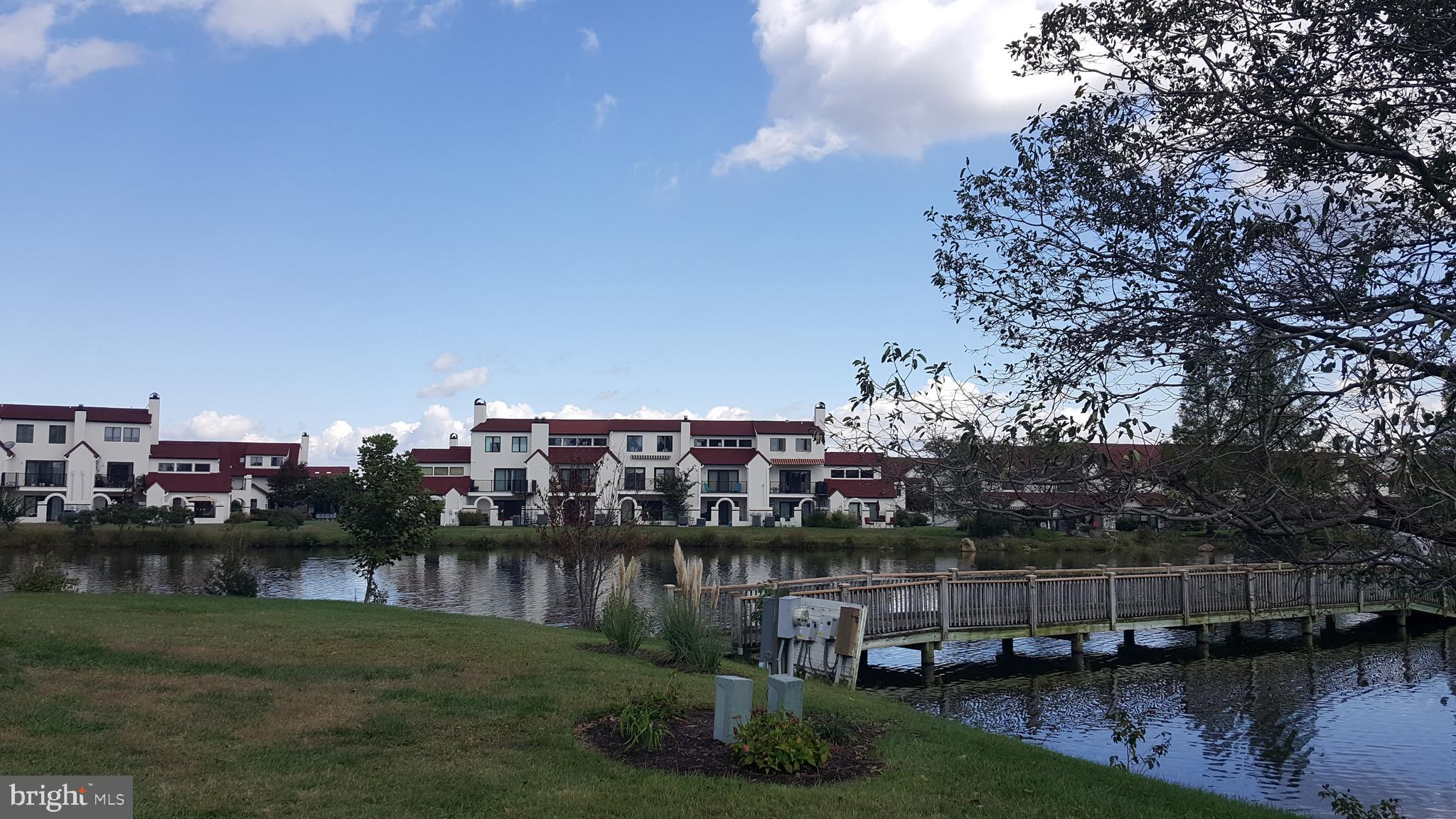 WATERFRONT-LAKE! Newest phase of QL!  Entire 1st floor is HARDWOOD!  Huge great room w/GAS FP &  wai